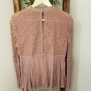 American Eagle Outfitters Tops - American eagle blush button back lace top